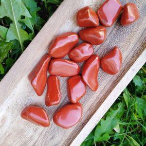 Červený jaspis tromlovaný