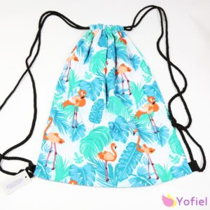 Letný batoh Plameniak na sťahovanie šnúrkami. Ľahký, vhodný na každodenné nosenie.
