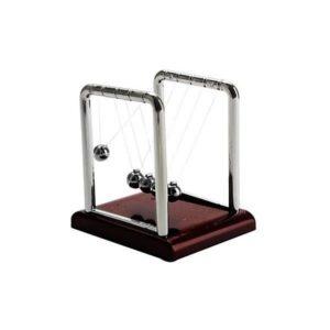 Newtonove guličky - krásny doplnok do kancelárie, ktorý poukazuje na fyzikálne zákony o energií a hybnosti.