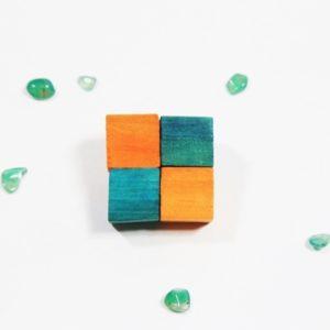Handmade Brošňa SIMPLE zelená/oranžová Módna brošňa vyrobená z dreva rozjasní každý outfit. Farebná kombinácia.Handmade produkt vyrobený na Slovensku