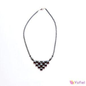 Elegantný náhrdelník Hematit s krásnym dizajnom na zapínanie - je silný ochranný kameň, ktorý odstraňuje negatívnu energiu. Pomáha zvýšiť sebavedomie