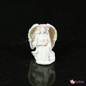 Soška Anjel s ružičkami - krásna dekorácia vhodná aj ako darček.