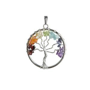 Čakrový prívesok Strom Života vyrobený drôtikovanou technikouPrívesok tvoria tieto kamene: granát, karneol, citrín, olivín, akvamarín, sodalit, ametyst
