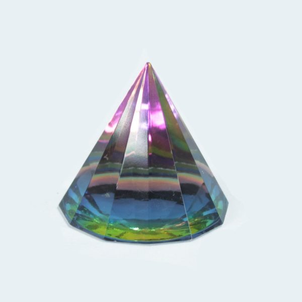12 Stranová Magická Pyramída 40 mm Krásny energetický žiarič a dekorácia v jednom. Uchváti vás svojim čarovným vzhľadom. Dodávame v pevnej darčekovej krabičke.