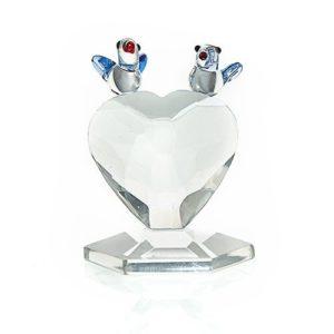 Krásne a kvalitnéKrištáľové Srdce s Vtáčikmi, ktoré odráža svetlo a vytvára úžasnú pestrofarebnú dúhu. Darček pre každú príležitosť. Balené v ochrannom balení, ktoré chráni krištáľ proti poškodeniu. Výška 4,7 cm