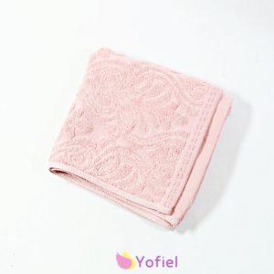 Bambusový uterák ružový so vzorom. Veľmi príjemný a jemný materiál. Materiál: 100% bambus