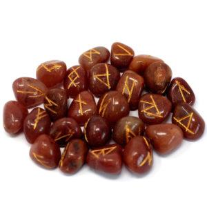Runové Kamene - Červený Avanturín . Každá zo sád Indických Kameňov Runa obsahuje 25 kameňov, 24 z runovým symbolom a jeden bez. Magické runy