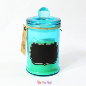 Vonná sviečka v skle - vôňa Morská soľ a Kokos Sviečka vo farebnom dekoračnom skle s etiketou, na ktorú si možno napísať ľubovoľný odkaz.
