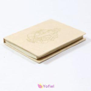 Zápisník GANESH maslový malý tento nepálsky zápisník svojou jedinečnosťou vás určite očarí. Obsahuje 30 čistých listov ( 60strán ) Pôvod: Nepál