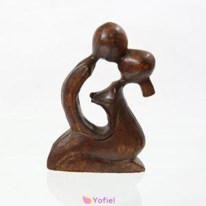 Abstraktná drevená socha – zaľúbený pár 10,5 cm Soška z exotického dreva predstavujúca zamilovaný pár. Materiál: exotické drevo