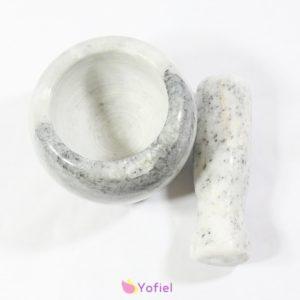 Veľký kamenný mažiar - biely Kamenný mažiar vhodný na drvenie korenia či byliniek. Tradičný doplnok do každej kuchyne. Rozmery: 10 x 8 cm Materiál: kameň