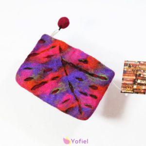 Plstená taštička LIST fialová Taštička v nádherných farbách vyrobená v Nepále Ručná práca