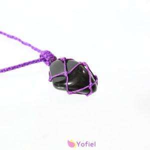 Macramé náhrdelník Čierny Ónyx. Odoberá negatívnu energiu z tela.Ónyx držaný v ruke vás upozorní na minulé zranenia, ktoré sa dajú odstrániť.
