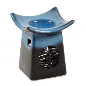 Keramická aromalampa Feng Shui je skvelá pre použitie s vonnými olejmi alebo vonnými voskmi. Vďaka krásnej keramike je to tiež atraktívna dekorácia.