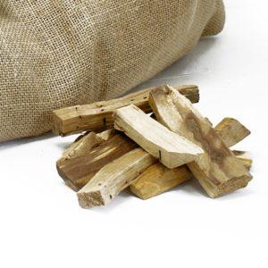 Vykurovadlo Palo Santo drievkav preklade znamená sväté drevo, ktoré rastie v Severnej Amerike. Kúsok malého drievka má veľmi silné očistné účinky