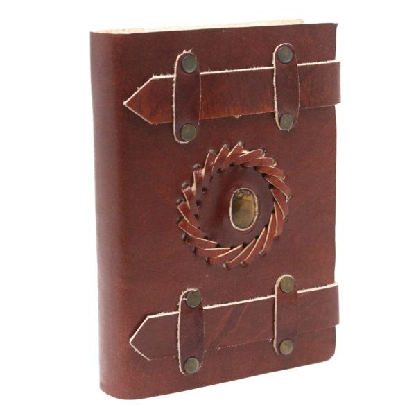 Kožený linajkovaný zápisník Tigrie Oko Zápisník so zaujímavým detailom vás očarí svojim prevedením.Ochraňuje svojho nositeľa pred negatívnou energiou