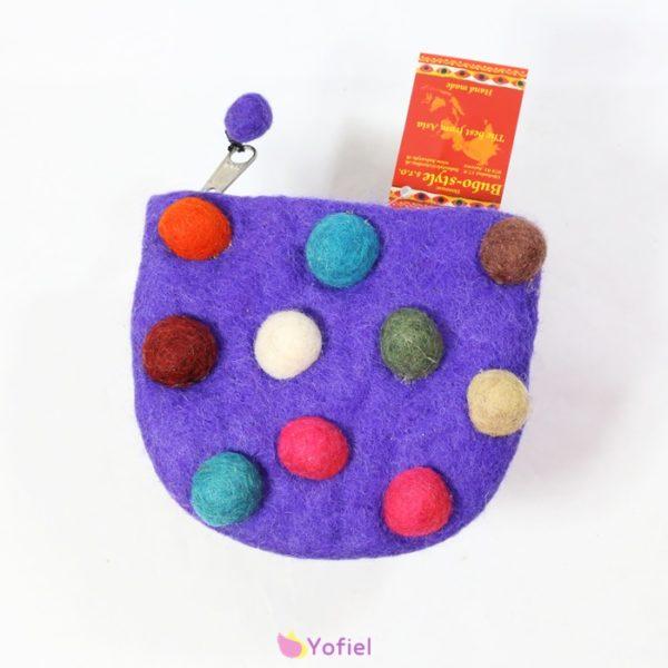 Bodkovaná plstená taštička fialová Taštička v nádherných farbách vyrobená v Nepále Ručná práca