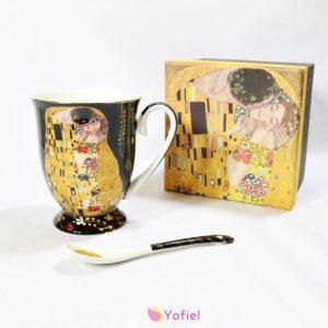 Sada - porcelánový hrnček a lyžička KLIMT v ozdobnej krabičkeDokonalý darček pre milovníkov umenia.Objem hrnčeka 280 ml
