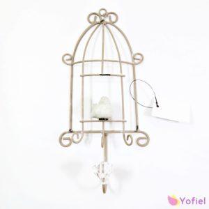 Vešiak Vták v klietke Provensal Kovový vešiak v provensálskom vintage štýle s plastovým kryštáľom.