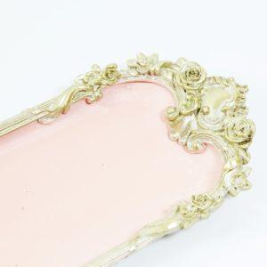 Vintage ružová tácka s ornamentom Dekoračná tácka vo vintage štýle