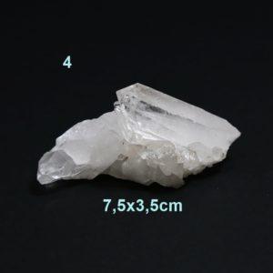 Surový minerál Krištáľ je najúčinejší liečivý kameň a čistič. Čistí auru človeka, ktorý ho nosí. Odstraňuje blokády brániace toku voľnej energie.