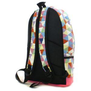 Vzorovaný batoh BAGE Veľký so zapínaním na zips. Jedno hlavné veľké vrecko a jedno menšie vrecko v prednej strane. Zadná strana vystužená.