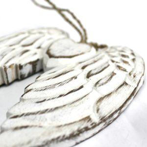 Anjelské Krídla Srdce Ručné vyrábané s detailom srdca - na zavesenie Materiál: drevo