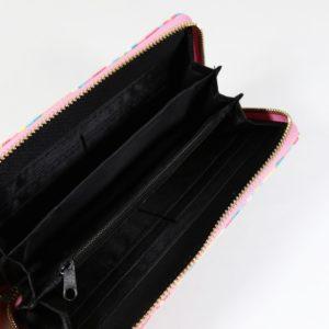 Dámska vzorovaná peňaženka Aztec Peňaženka zápínaná na zips s priehradkami na karty, mince, bankovky a iné dokumenty.