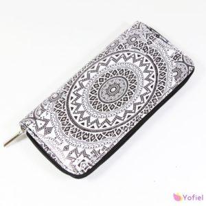 Dámska peňaženka Mandala Peňaženka zápínaná na zips s priehradkami na karty, mince, bankovky a iné dokumenty.