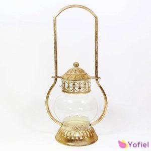 Kovový svietnik lampáš zlatý patinovaný vo vintage štýle, ktorý vynikne k každej izbe.