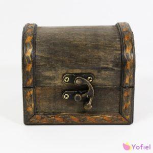 Drevená vintage krabička / šperkovnica malá patent na zatváranie derkoračná rúčka Materiál: drevo