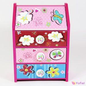 Drevená skrinka detská - ružová Skrinka so šuflíkmi môže slúžiť aj ako šperkovnička.