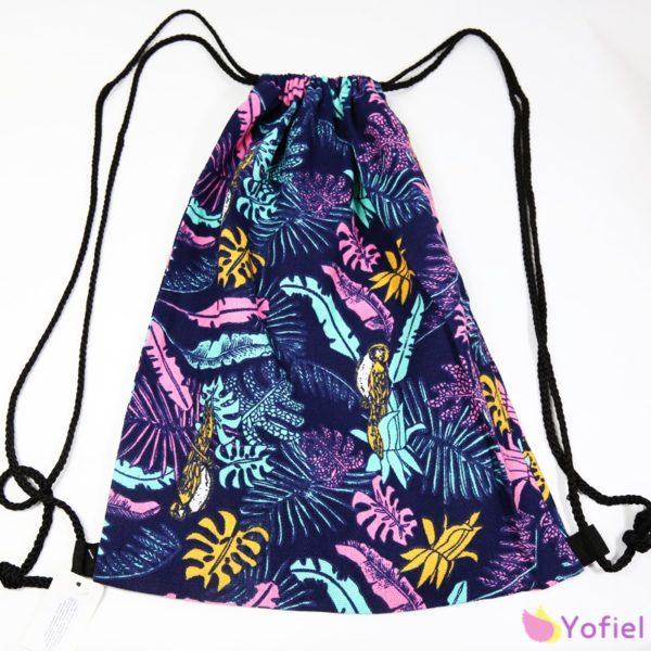 Letný batoh Tropical na sťahovanie šnúrkami. Ľahký, vhodný na každodenné nosenie.