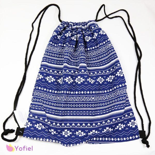 Letný batoh Etno modrý na sťahovanie šnúrkami. Ľahký, vhodný na každodenné nosenie.