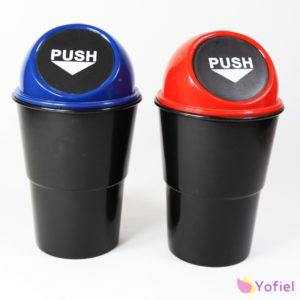 Odpadkový kôš do auta Praktický kôš na odpadky sa hodí do bežného držiaka nápojov v aute.